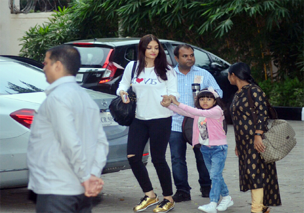 India Tv - Aishwarya Rai Bachchan with daughter Aaradhya