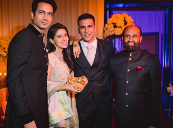 India Tv - Asin and her dad with Rahul, Akshay