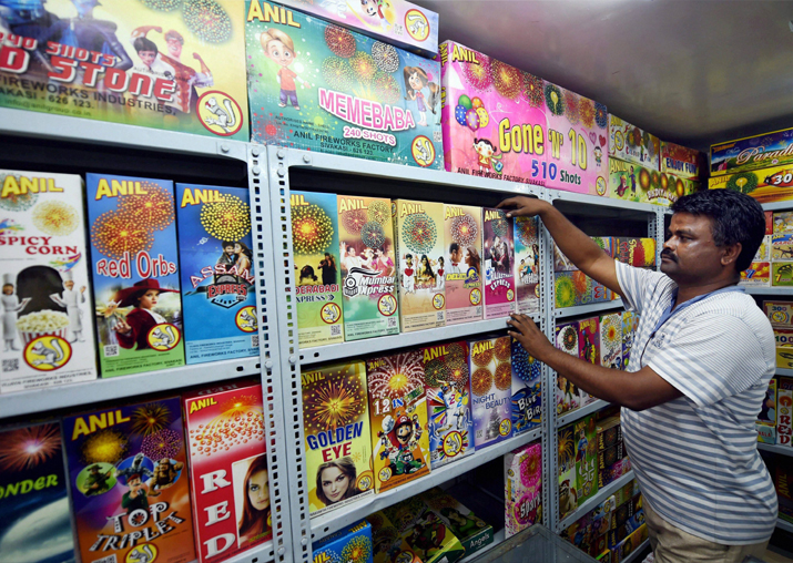 After Delhi, firecrackers banned in Maharashtra and