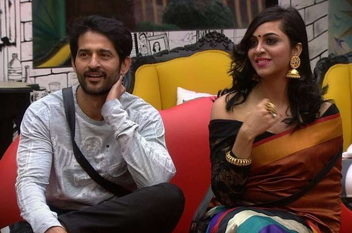 India Tv - Arshi Khan and Hiten Tejwani on Love Seat