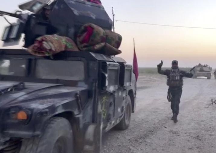 Iraqi soldiers in the Qatash area towards Kirkuk gas plant,