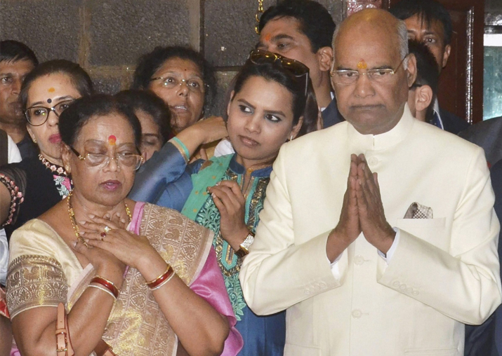 Ram Nath Kovind and his wife offering prayers at Shridi