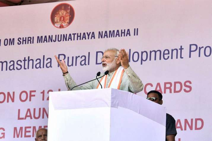 Modi in Gujarat: Which 'hand' reduced Re 1 of govt money to