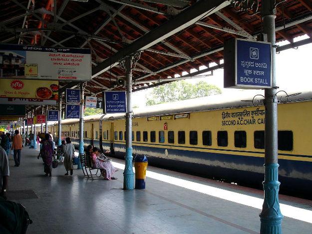 40% seats on Mumbai-Ahmedabad trains go vacant, cause heavy