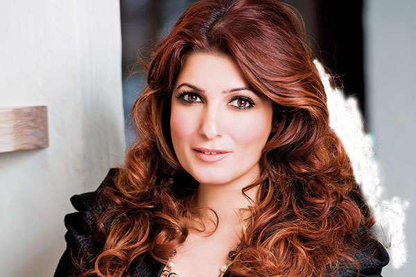 Twinkle Khanna wins Popular Choice Award at Bangalore Lit