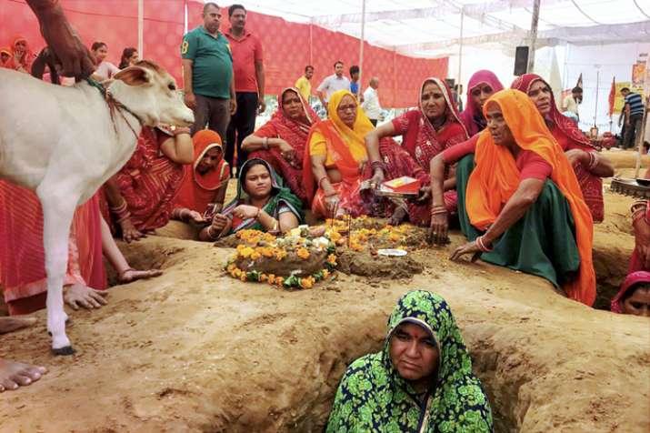 India Tv - Women perform Govardhan Puja in Nindar village in Jaipur on Friday