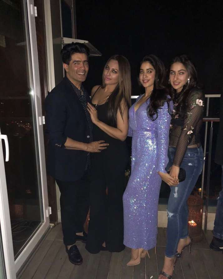 India Tv - Manish Malhotra, Sonakshi Sinha, Jhanvi Kapoor and Sara Ali Khan