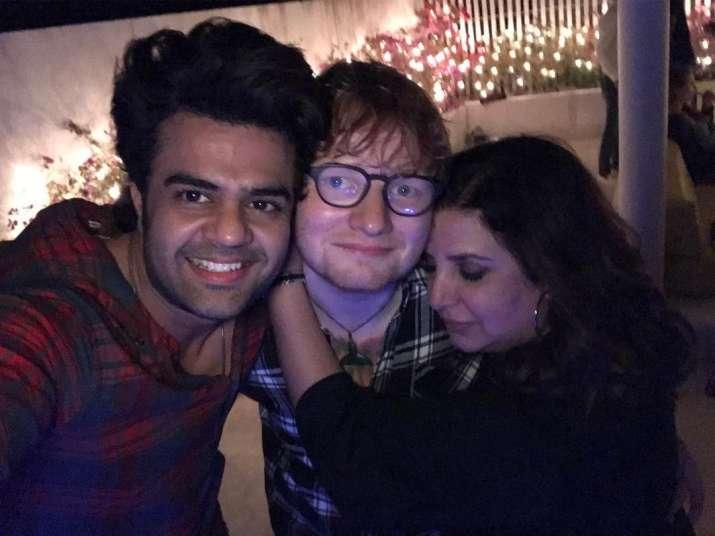 India Tv - Ed Sheeran and Maniesh Paul poses for camera while Farah Khan hugs the popstar