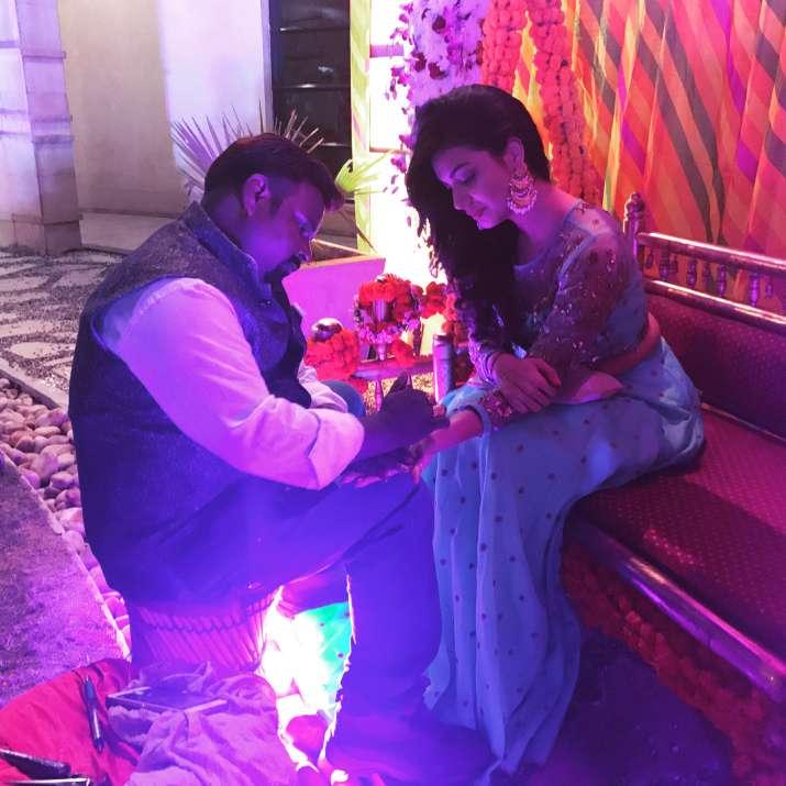 India Tv - Divya Aggarwal at Mehendi ceremony