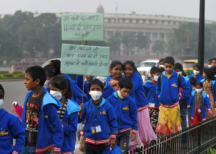 India Tv - Children wearing air pollution masks attend a demonstration to spread awareness on the problem of air pollution in New Delhi
