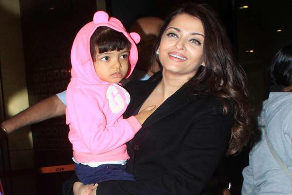 India Tv - Aishwarya Rai Bachchan with her daughter Aaradhya Bachchan
