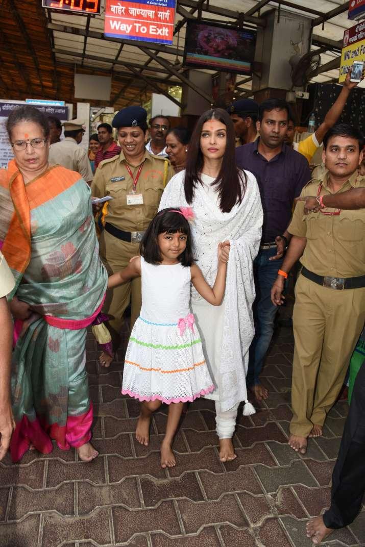 India Tv - Aishwarya Rai Bachchan's Siddhi Vinayak visit