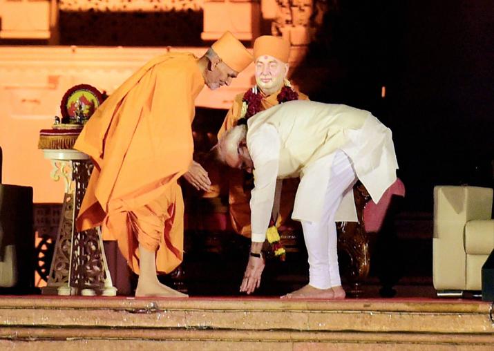India Tv - PM Modi visits Akshardham temple in Gandhinagar