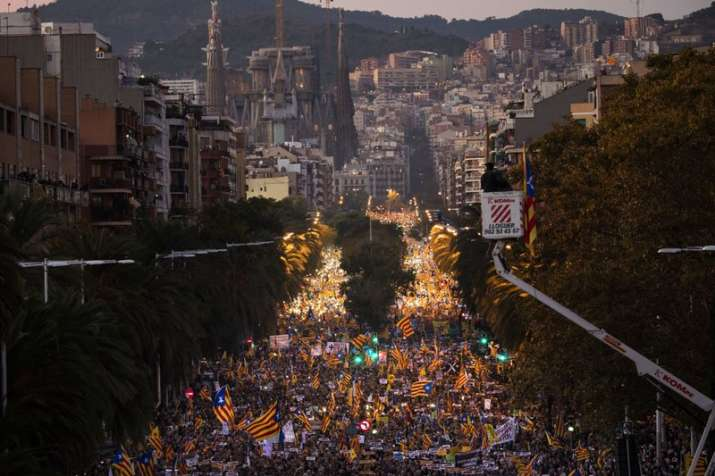 750,000 protesters in Barcelona demand jailed Catalan