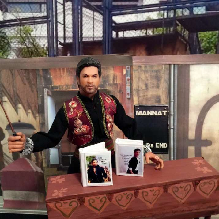 India Tv - SRK's clay statue by Paige Wilson from Los Angeles