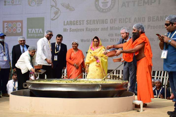 The 918 kgs of khichdi prepared by chef Sanjeev Kapoor