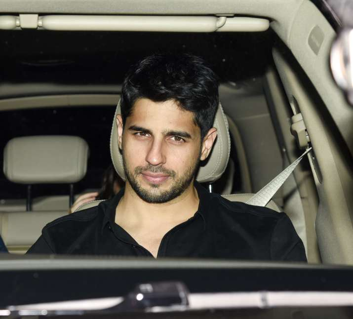 India Tv - Sidharth Malhotra arriving at party
