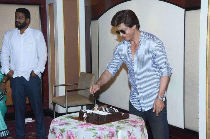 India Tv - SRK cutting cake with media at Taj Land's End in Mumbai