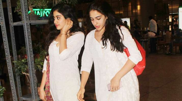 India Tv - Sara and Jhanvi twinning in white