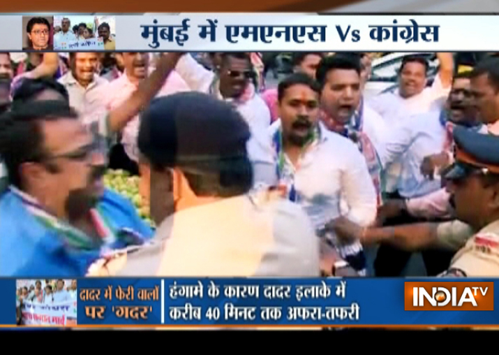 Video: MNS, Congress workers clash in Dadar over hawkers'