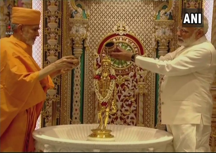 India Tv - PM visits Swaminarayan Akshardham Temple