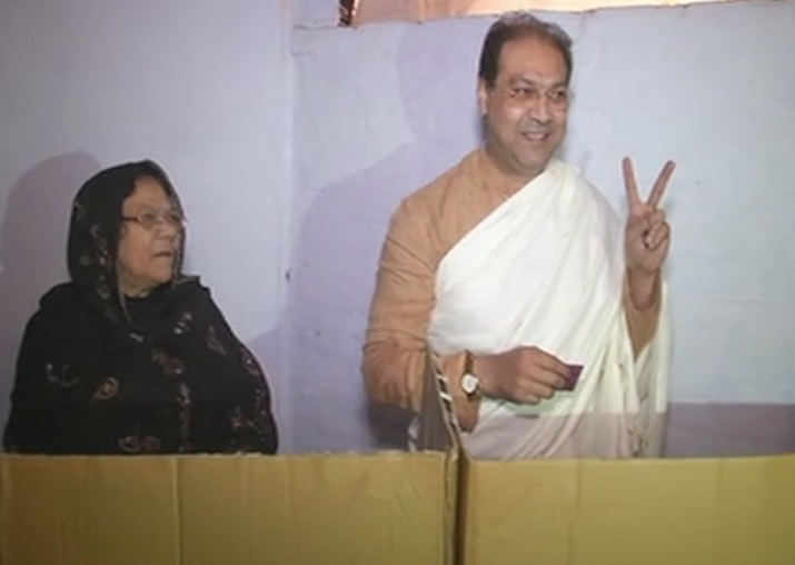 India Tv - Mohsin Raza casts his vote in Lucknow