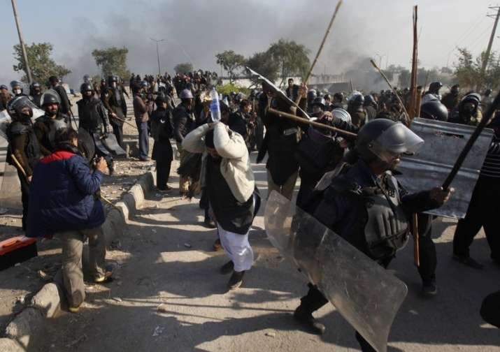 Pakistan: 6 killed, over 200 injured in police clash with