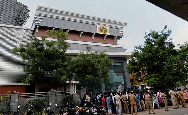 I-T crackdown on Sasikala: Raids reveal Rs 1,430 cr tax