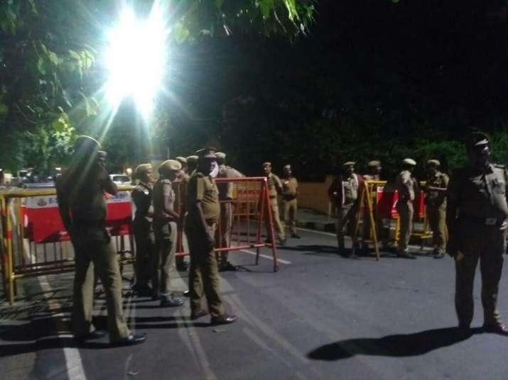 I-T sleuths raid Jayalalithaa's Poes Garden residence,