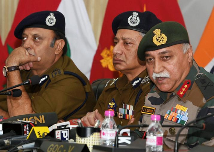 15 corps commander Lt Gen J S Sandhu addressing a jiont