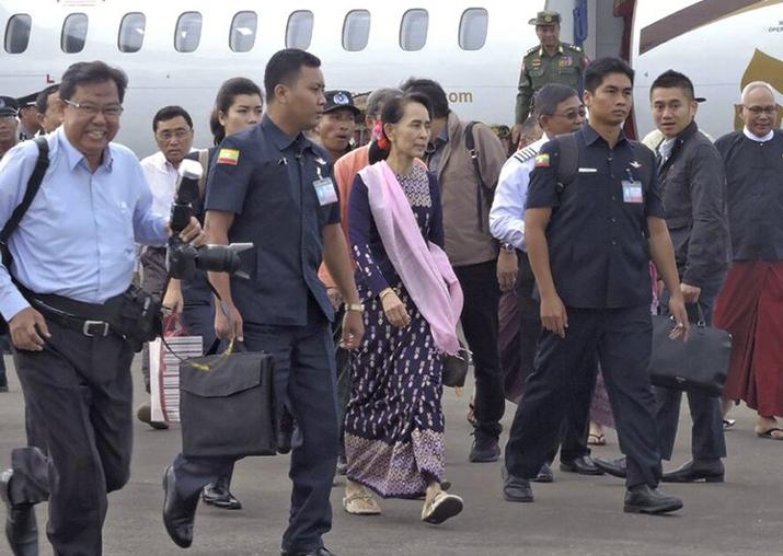Aung San Suu Kyi visits Myanmar region torn by Rohingya