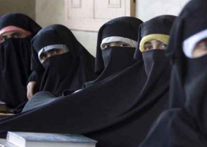 Govt sets up panel to draft bill to end triple talaq, Shia