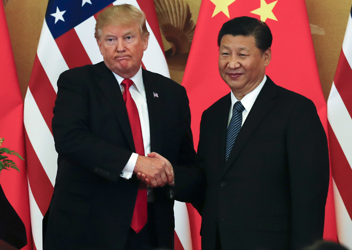 Donald Trump poses with Xi Jinping for a photo after a