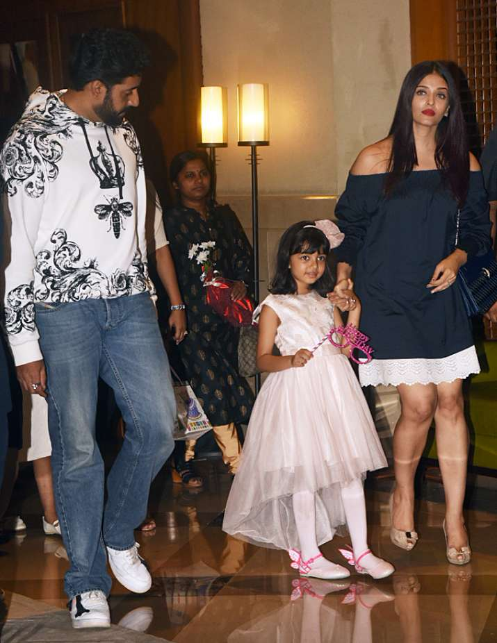 India Tv - Aishwarya, Abhishek, Aaradhya birthday party- India TV