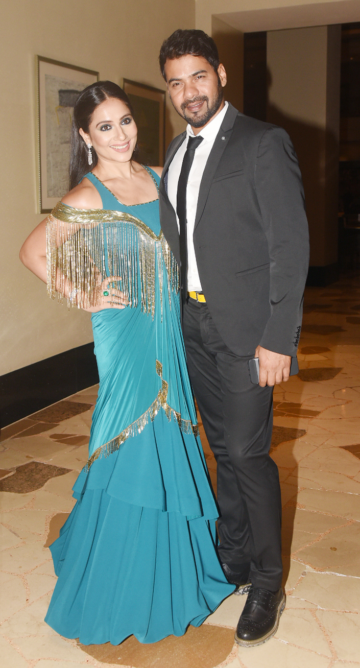 India Tv - Shabbir Ahluwalia with his wife