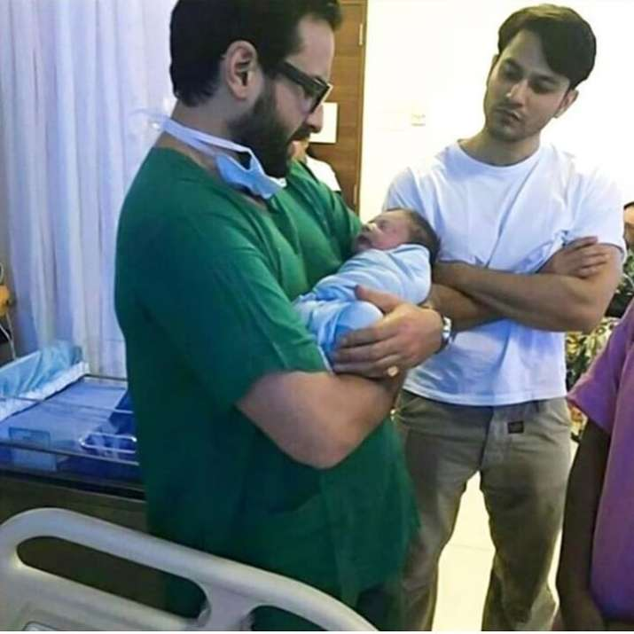 India Tv - Rare unseen picture of Taimur Ali Khan
