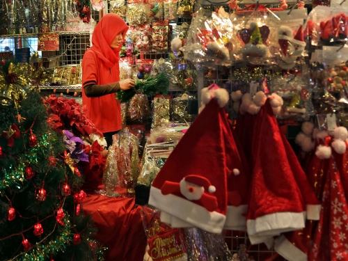 Islamists warns firms about forcing staff to wear Santa