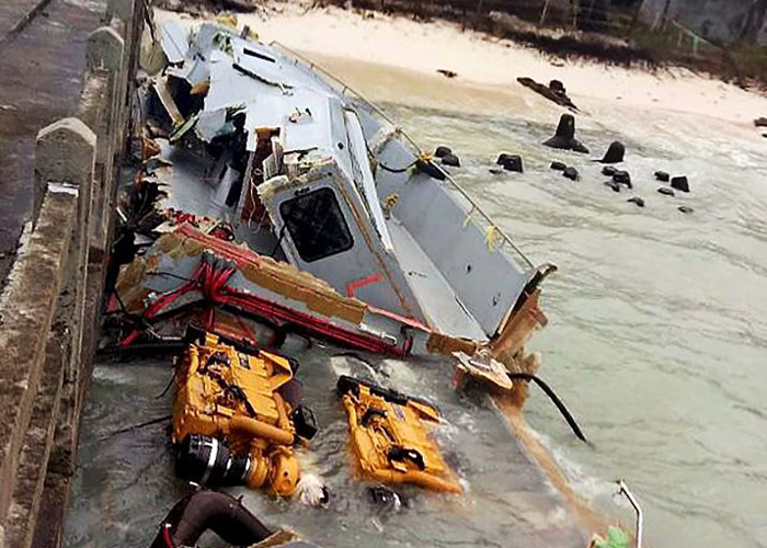 India Tv - Navy personnel carry out rescue operations in Lakshadweep following cyclone Ockhi.