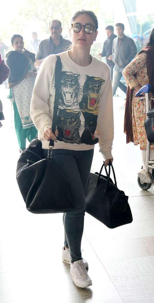 India Tv - Kareena Kapoor Khan at Delhi airport