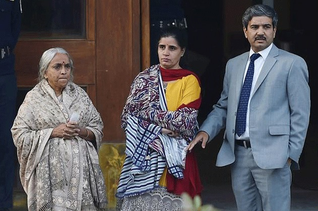 Pakistan journalists heckled Kulbhushan Jadhav's mother and
