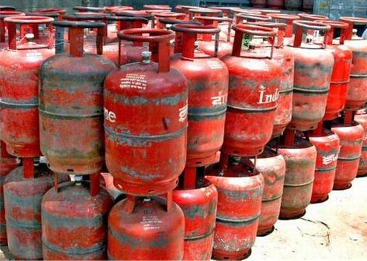 Government withdraws decision to raise LPG prices by Rs 4