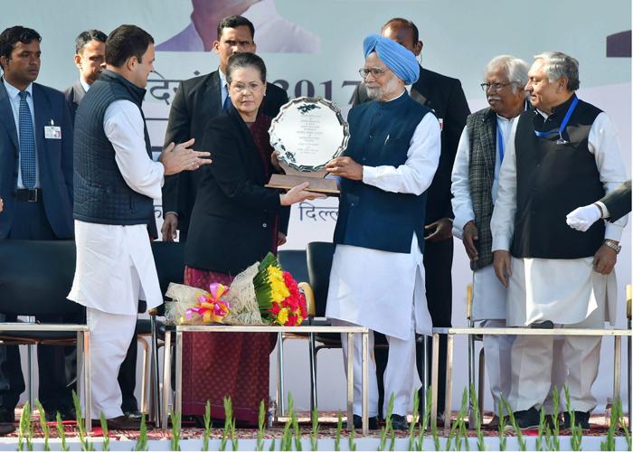 Rahul Gandhi, Sonia Gandhi and Manmohan Singh at Congress