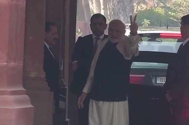 PM Narendra Modi flashes a victory sign as BJP takes