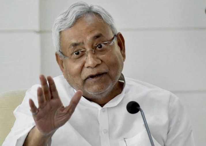 Nitish Kumar takes fresh dig at Lalu on Twitter, Tejashwi