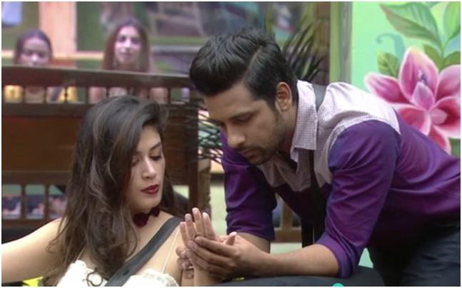 India Tv - Bigg Boss 11, Bandgi Kalra, Puneesh Sharma