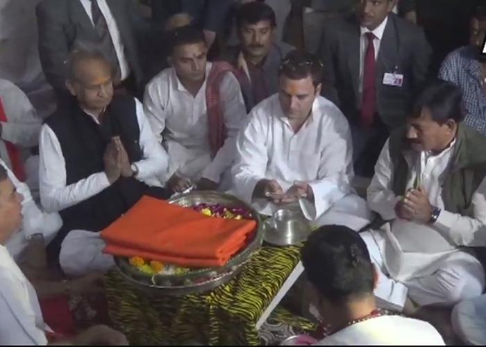 Congress president Rahul Gandhi offers prayers at Gujarat's
