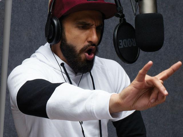 Ranveer Singh flaunts his rapping skills at Gully Boy