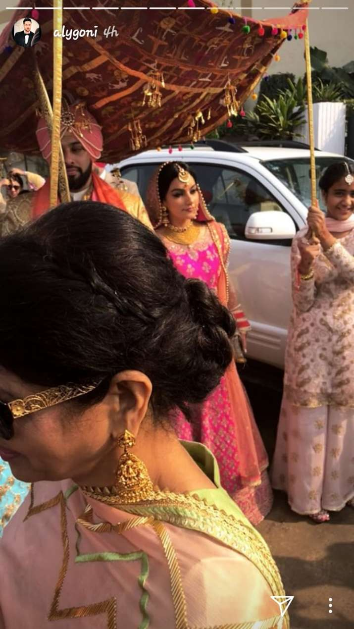 India Tv - Gurkiran Kaur and Sangram Singh entering the wedding venue