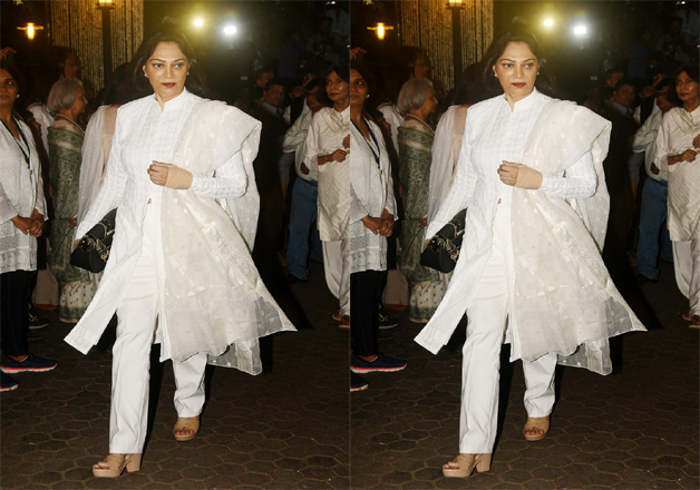 India Tv - Simi Garewal at Shashi Kapoor's prayer meet
