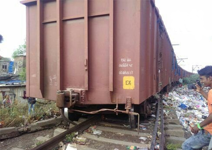 Goods train derails near Mumbai, traffic disrupted on